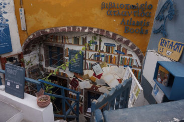 Small bookstore in Oia