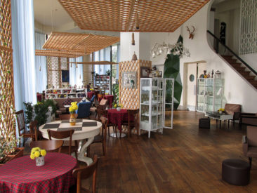 What to do in Batumi - have coffee - cafe gardens