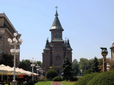 Piața Victoriei and the Metropolitan Cathedral