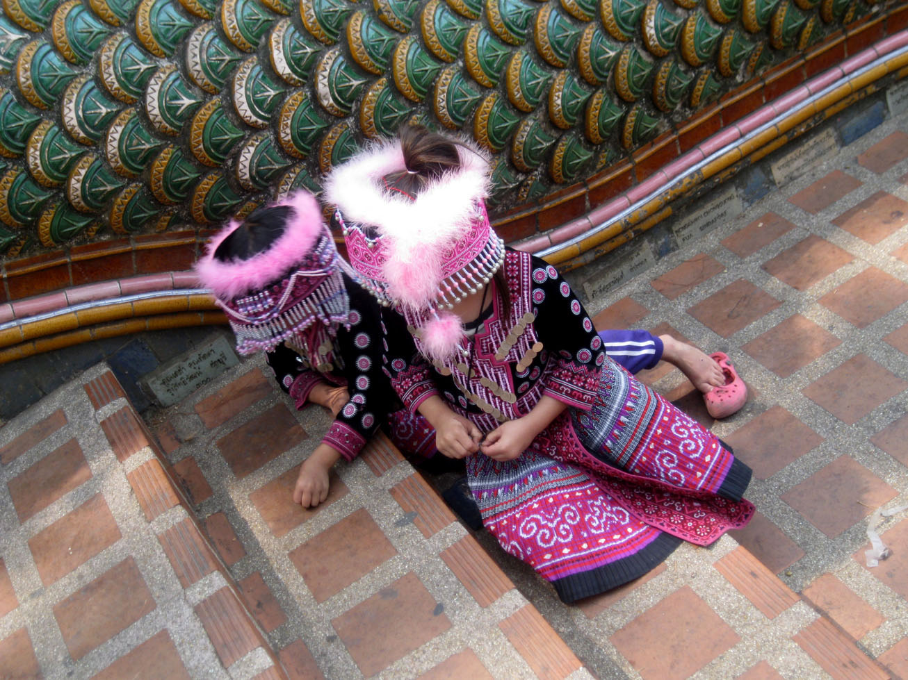 Local kids wearing traditional costumes in Wat Phra That Doi Suthep