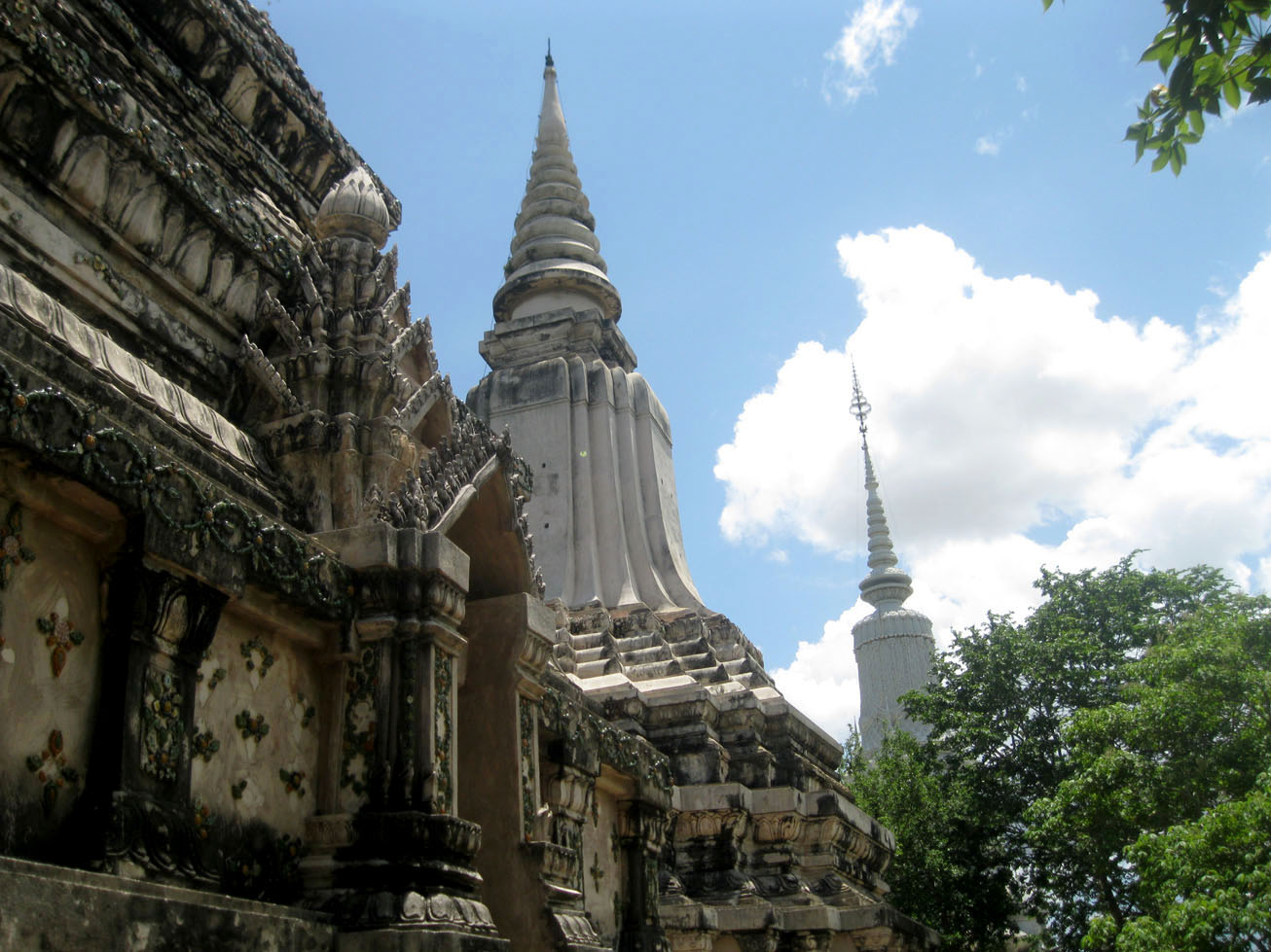 Oudong - Stupas and the forest