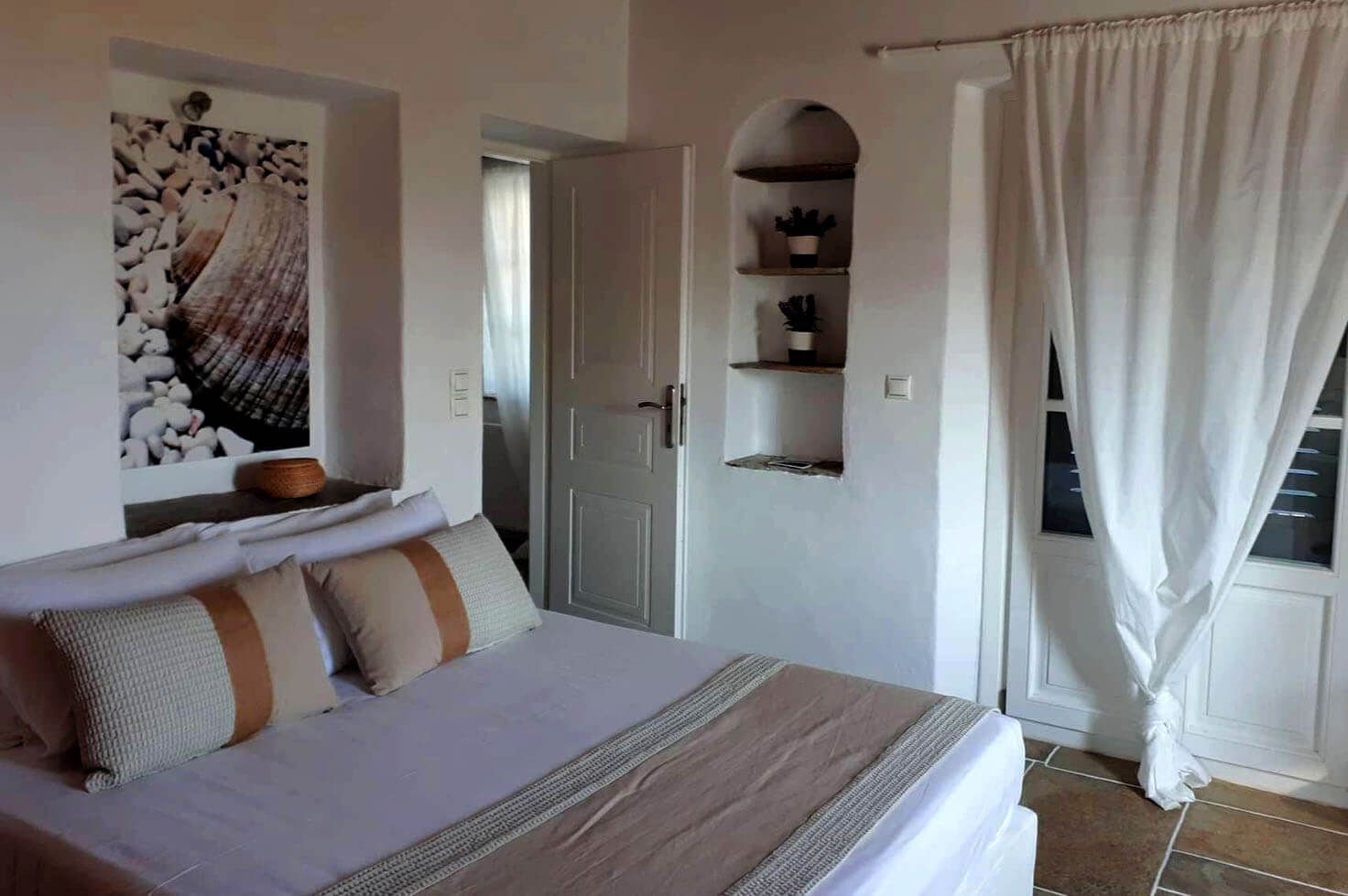 Hotels in Apollonia